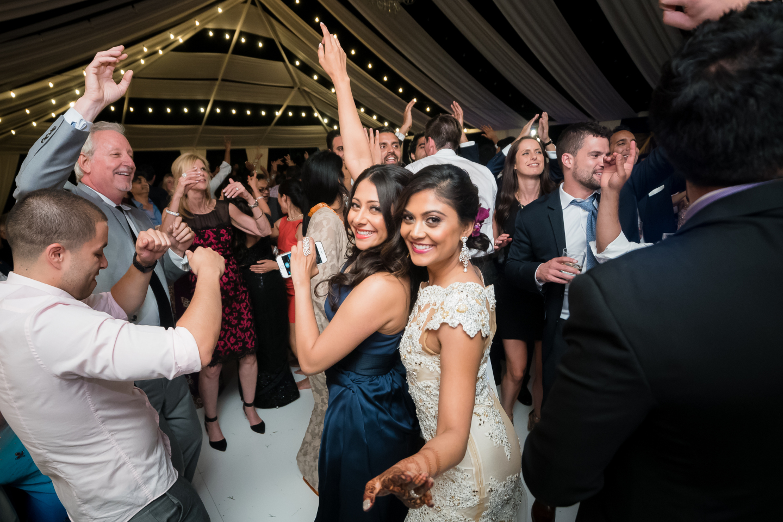 81-indian-wedding-riddhi-amish-lin-jirsa-indian_wedding_dress-lehenga-hummingbird-nest-ranch-tent-dupatta-hindu-ceremony-gujarati.jpg