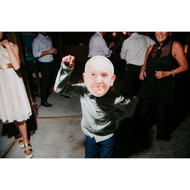 Según el Papa, los domingos son los nuevos sábados 🕊 • • • • • #matrimonio #streetwedding #documental #documentaryweddings #novios #wedding #noviaschile #docustreet #weddingphotography #weddingreportage #candidphotography #casament #unposedphotography #fotografobarcelona #weddingphotographer #mywed #bride #boda #novia #weddingdress #portrait #bodasbarcelona #fearlessphotographer #flechaenblanco #yourockphotographers #destinationwedding #spicollective #thisisreportage #wpja