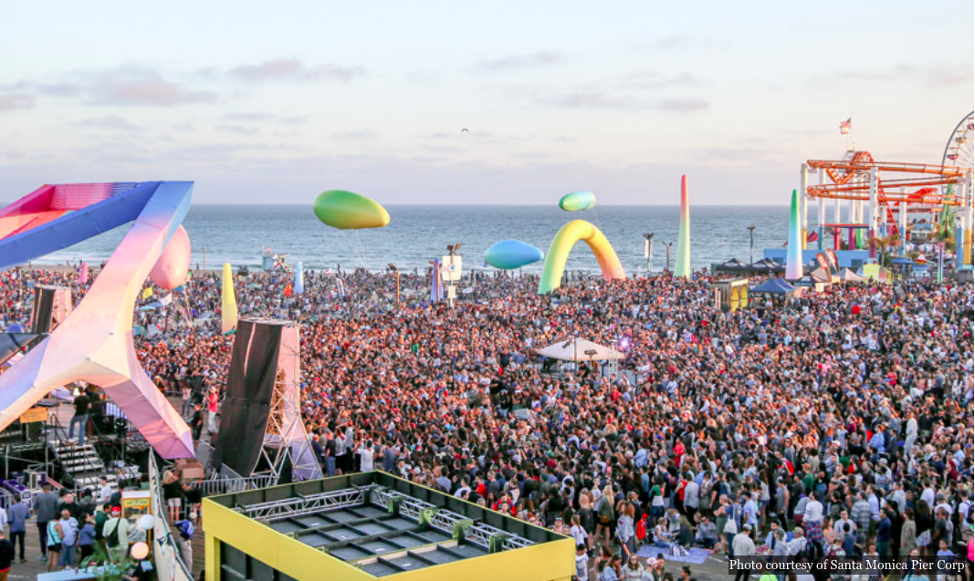 The free Twilight Concerts at Santa Monica Pier attracts a lot of locals and tourists each year.   Foto courtesy of Santa Monica Pier Corp.