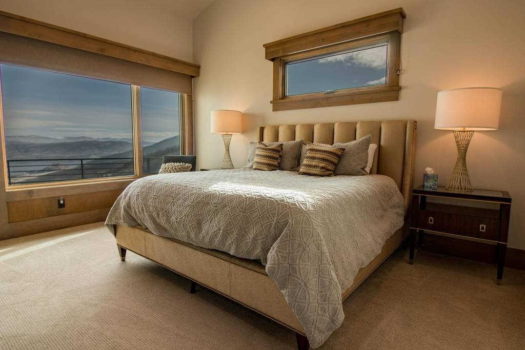 KING SUITE, SLEEPS 2EARLY BIRD SPECIAL:$2000/person$2200 AFTER JULY 1ST: - INCLUDES AN EN SUITE PRIVATE BATHROOM