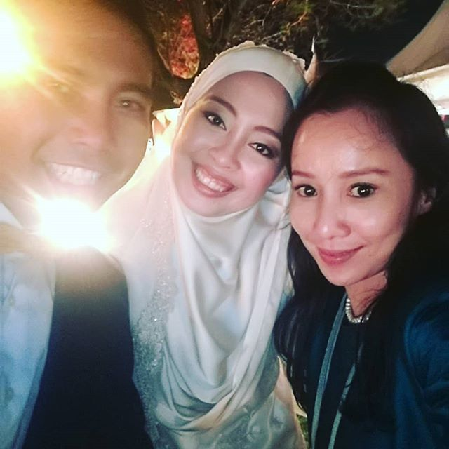Wedding of Nadiah & Naim  Selfie with the couple! & naim is glowing 😎  Wedding coordinator : @asianatelier led by @alin_anuar_ #weddingcoordination #wedddingcoordinatorkl