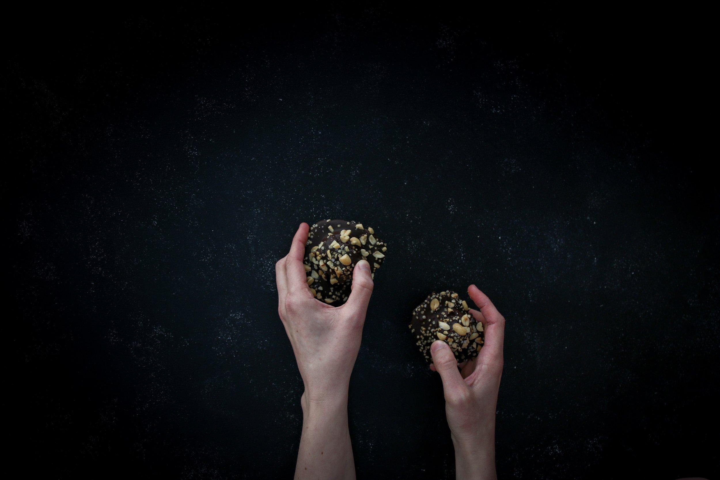handsholdingchocolate-8-2.jpg