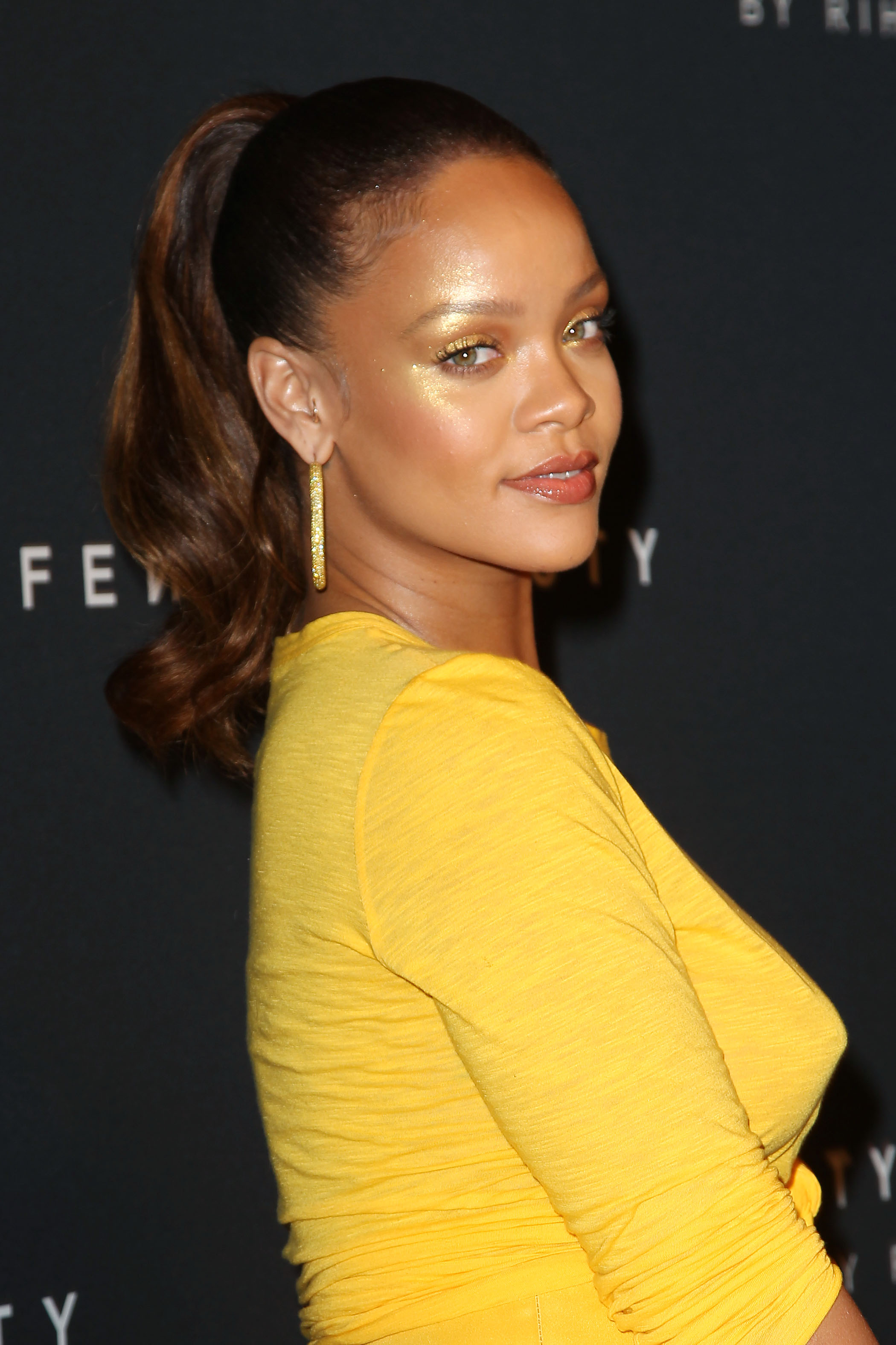 2888-rihanna-celebrates-fenty-beauty-by-rihanna-new-york-usa-07-.jpg