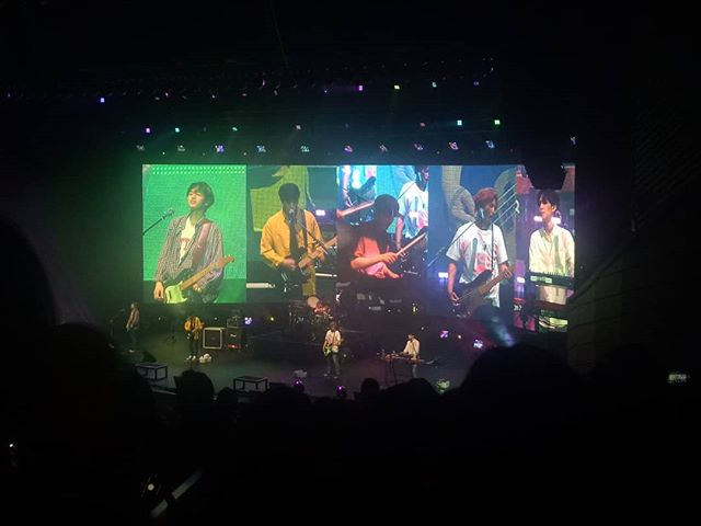 Sungjin's mustard yellow outer was the best part (pun intended?) -- 누군가 필요해 보컬 죽이지, 믿고 듣는 데이식스 🌸😎 #day6 #gravitytour