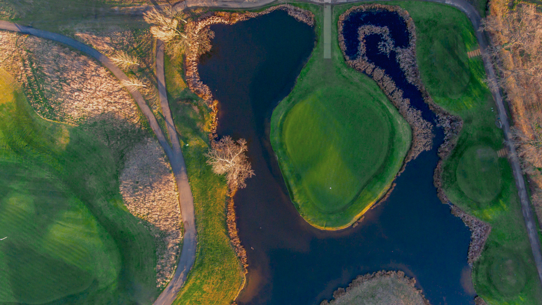 Famous island 17th hole at Chart Hills
