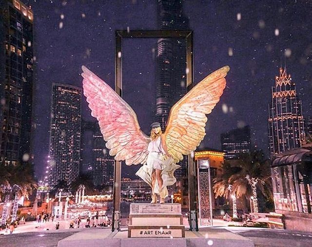 Weekend mood is on! Excited to see all the art shows and exhibitions around Dubai this weekend! 🤩 📸: @jessicaamandafryer  #artemaar #wingsofmexico #burjpark