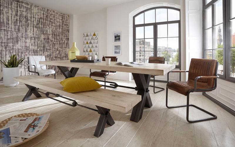 <p>Massivholztische und Tischgruppen</p>