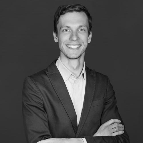 Torsten Menzel - Torsten Menzel war selbst Teach First Deutschland Fellow an einer Berliner Berufsschule. Der gebürtiger Meißner hat in Chemnitz Europastudien und in Oxford Vergleichende Sozialpolitik studiert. Nach mehreren Jahren als Büroleiter eines Bundestagsabgeordneten führt er seit einem Jahr das sächsische Team von Teach First Deutschland.Panel: Die Zukunft der Bildung liegt in deinen Händen.Uhrzeit: 13.00 - 13.45 Uhr