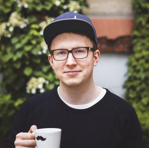 Marvin Wecke - Marvin Wecke arbeitet seit 2015 als Online Marketing Manager bei Coffee Circle.Coffee Circle liefert dir die besten Kaffees der Welt frisch geröstet nach Hause. Doch bis dahin ist es ein langer Weg. Das Ziel von Coffee Circle ist eine transparente Wertschöpfungskette, von der alle Beteiligten profitieren – vom Anbau, über Röstung bis zu deiner Tasse Kaffee und zurück zum Ursprung.Panel: Good Food - Wir bestimmen mit unserem Konsum.Uhrzeit: 13.00 - 13.45 Uhr
