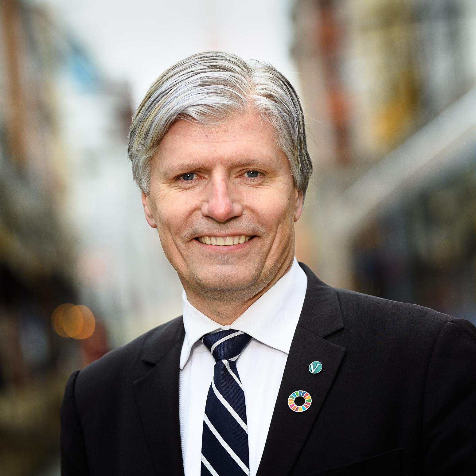 Ola Elvestuen, klima- og miljøminister i samtale med Ole Mathismoen:  Verden møtes straks til nytt klimatoppmøte. Har lederne skjønt alvoret?