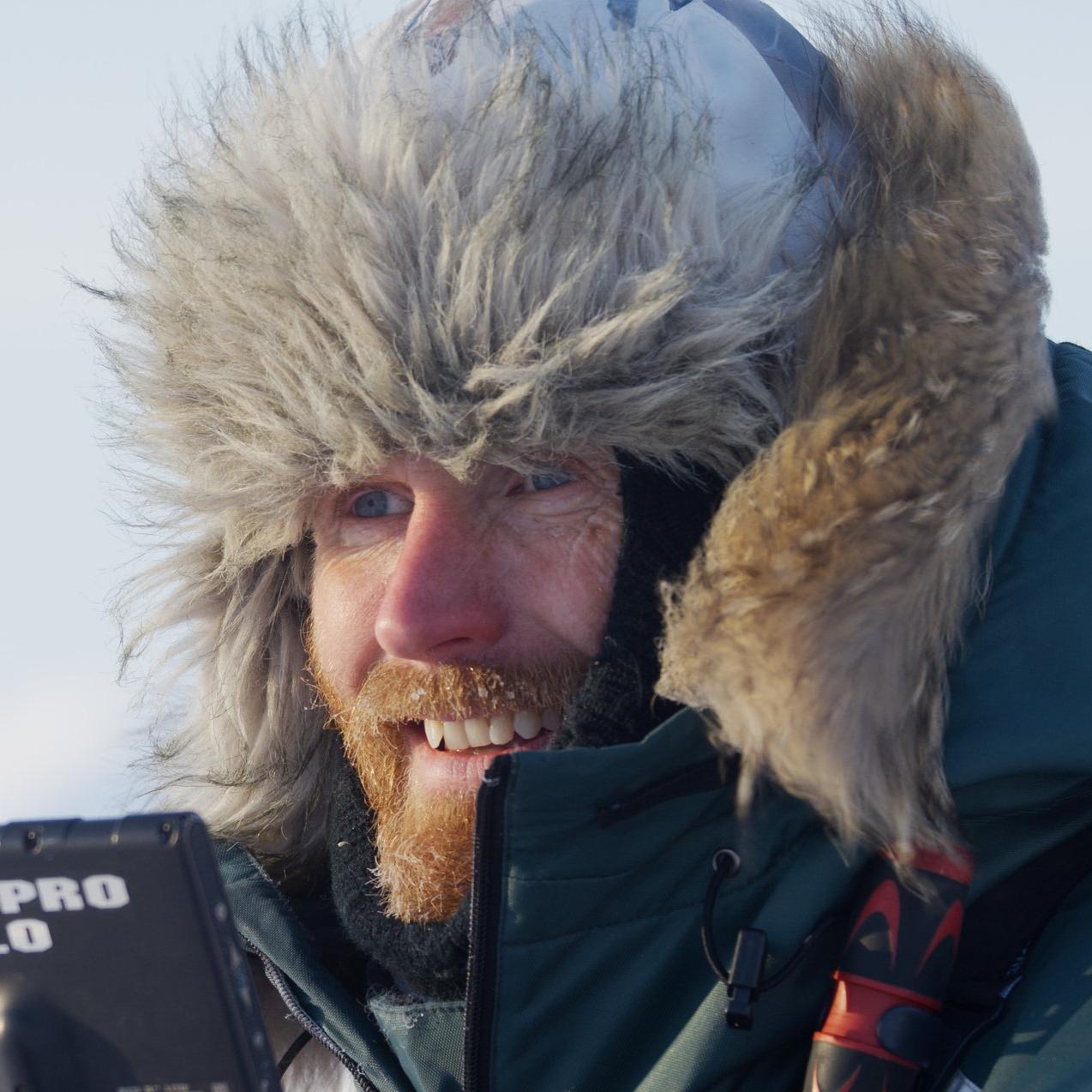 Asgeir Helgestad, naturfotograf : Isbjørnbinna Frost og ungene sliter i en varmere verden. Hvorfor?
