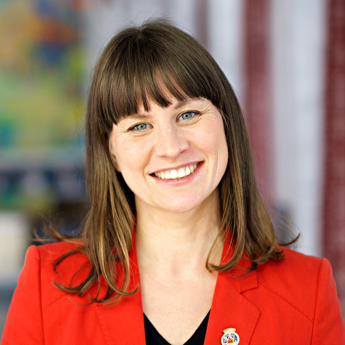 Kulturbyråd Rina Mariann Hansen deltar i debatt.