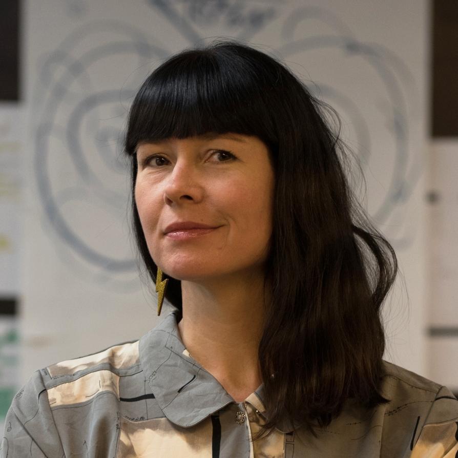 Matti Lucie Arentz, seniorkurator ved Design og arkitektur Norge (DOGA) og Tøyenaktivist. Deltar i debatt.