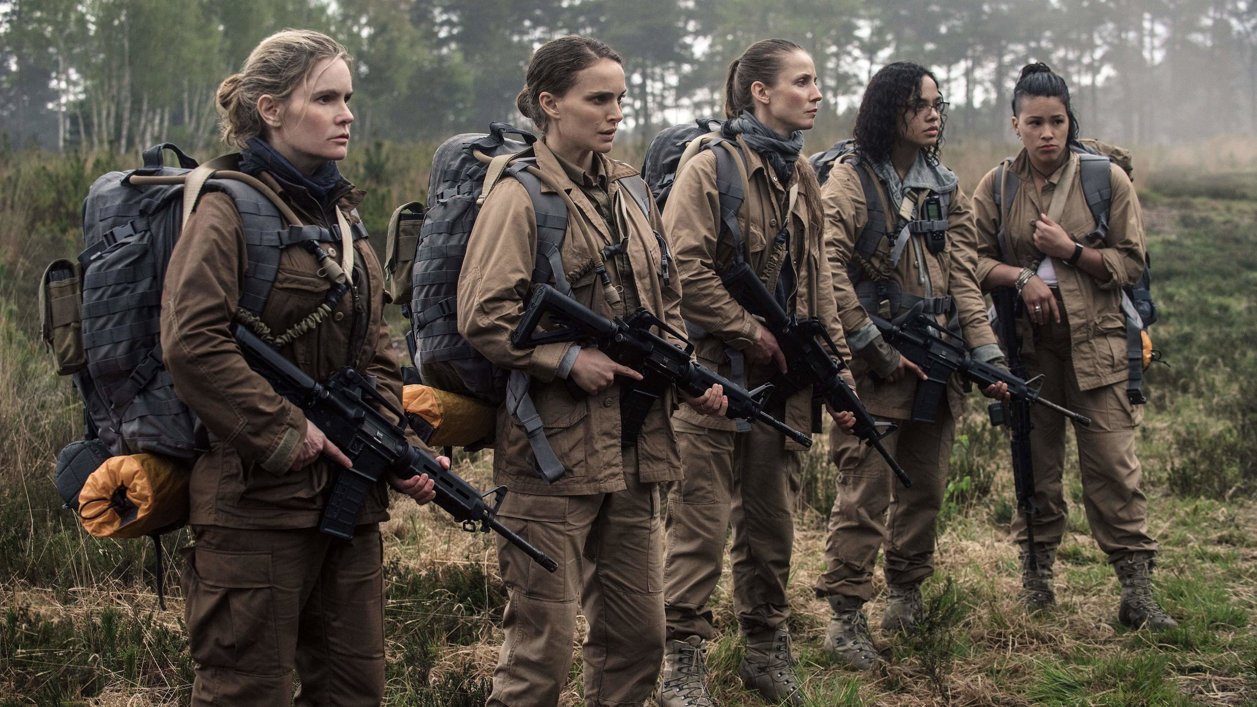 """Ekipa wyruszająca w nieznane składa się w całości z kobiet, ale nie ma to tak dużego znaczenia, kiedy postacie dostają tak niewiele charakteru, jak w przeciętnym """"potwór zabija ludzi jedno po drugim""""."""