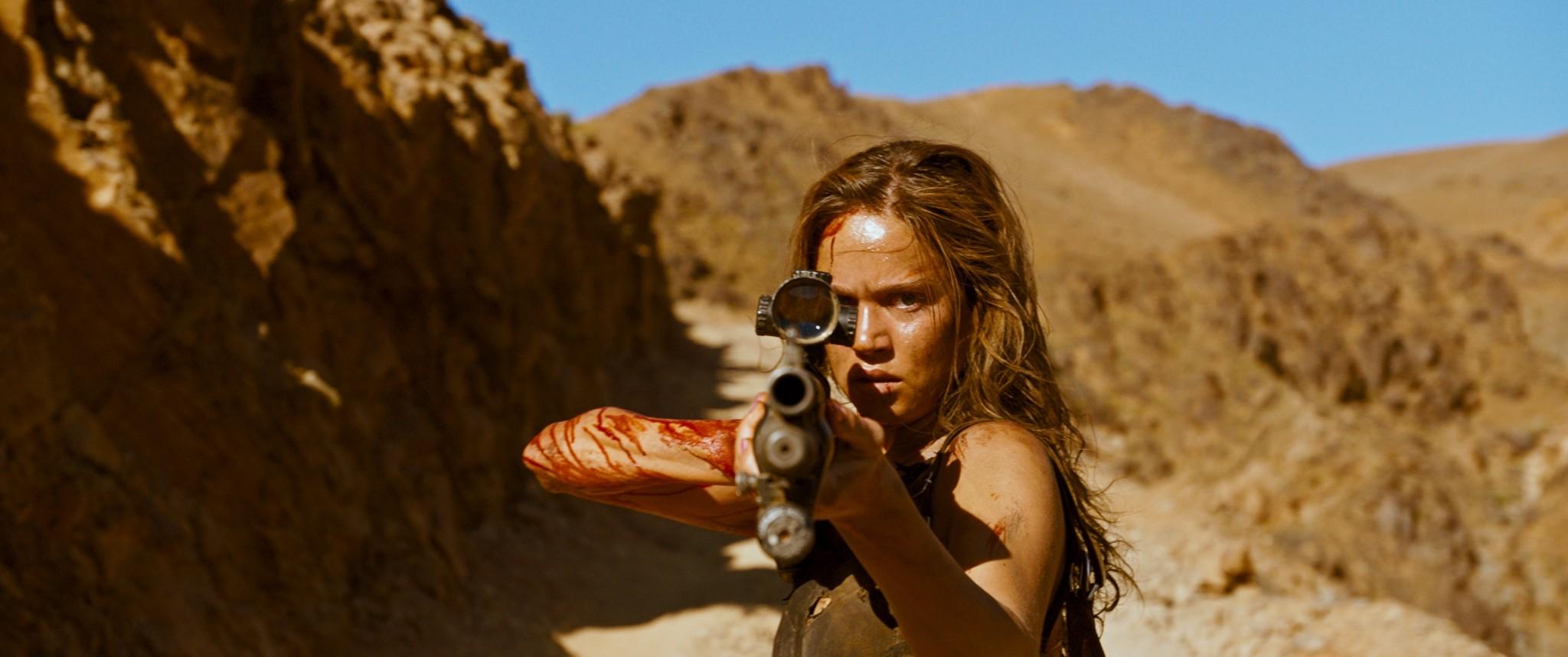 Matilda-Lutz_actress_Revenge_Coralie-Fargeat-2017_5.jpg