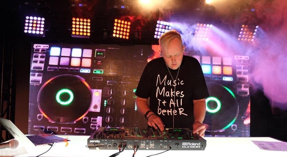 DJ-Trayze_909 day performance.jpg