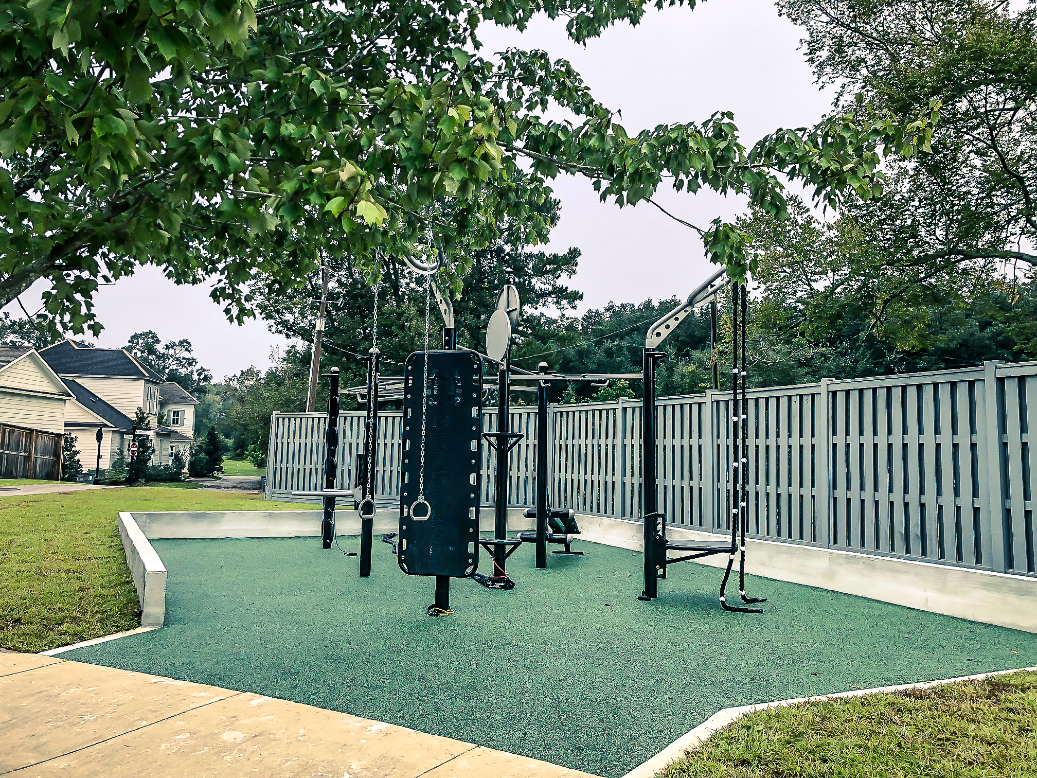 ROU_outdoor_fitness_station-2.jpg
