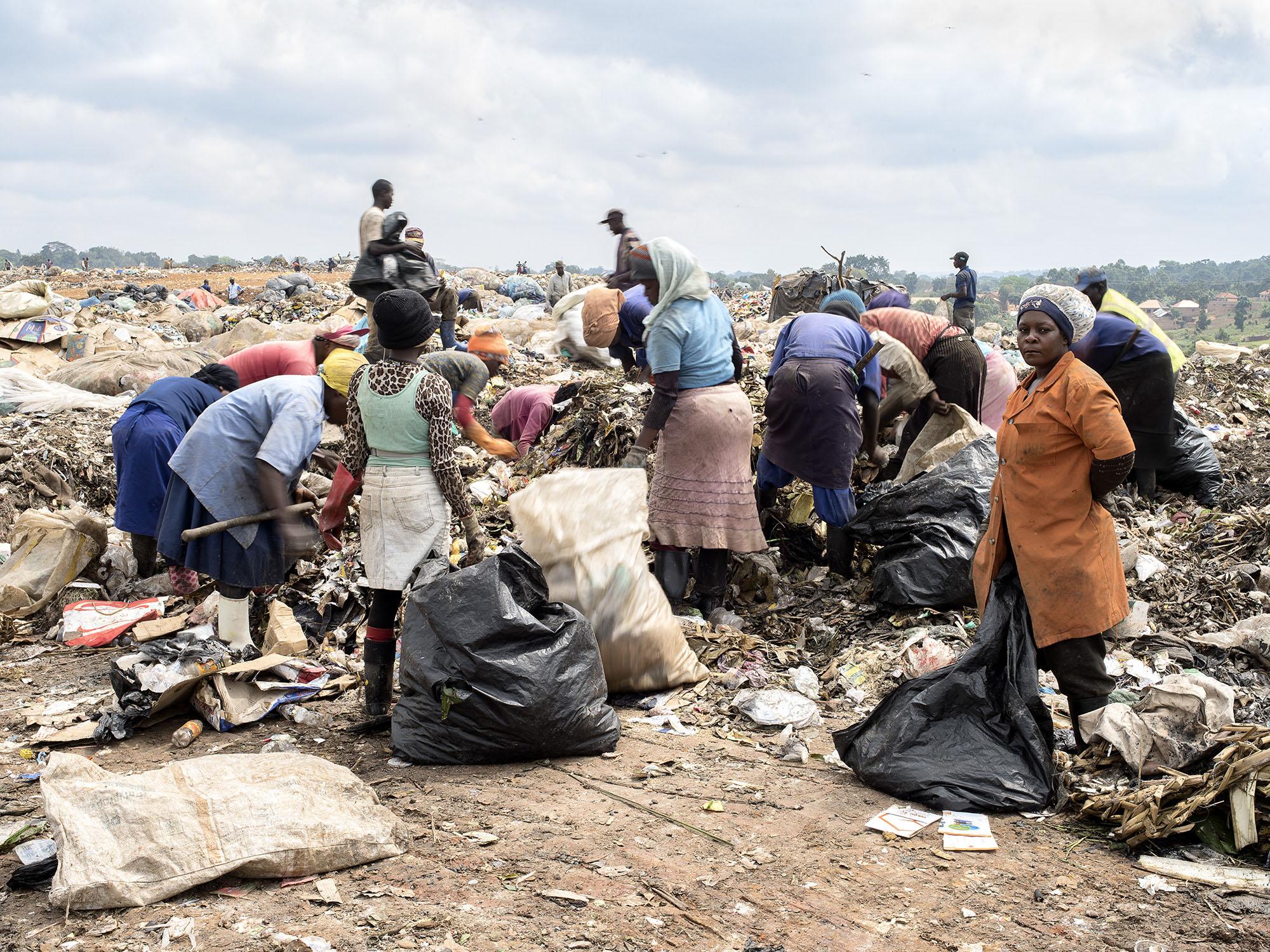 Lena Dobrowolska & Teo Ormond-Skeaping, Kiteezi Municipal Waste Site - Kampala, Uganda