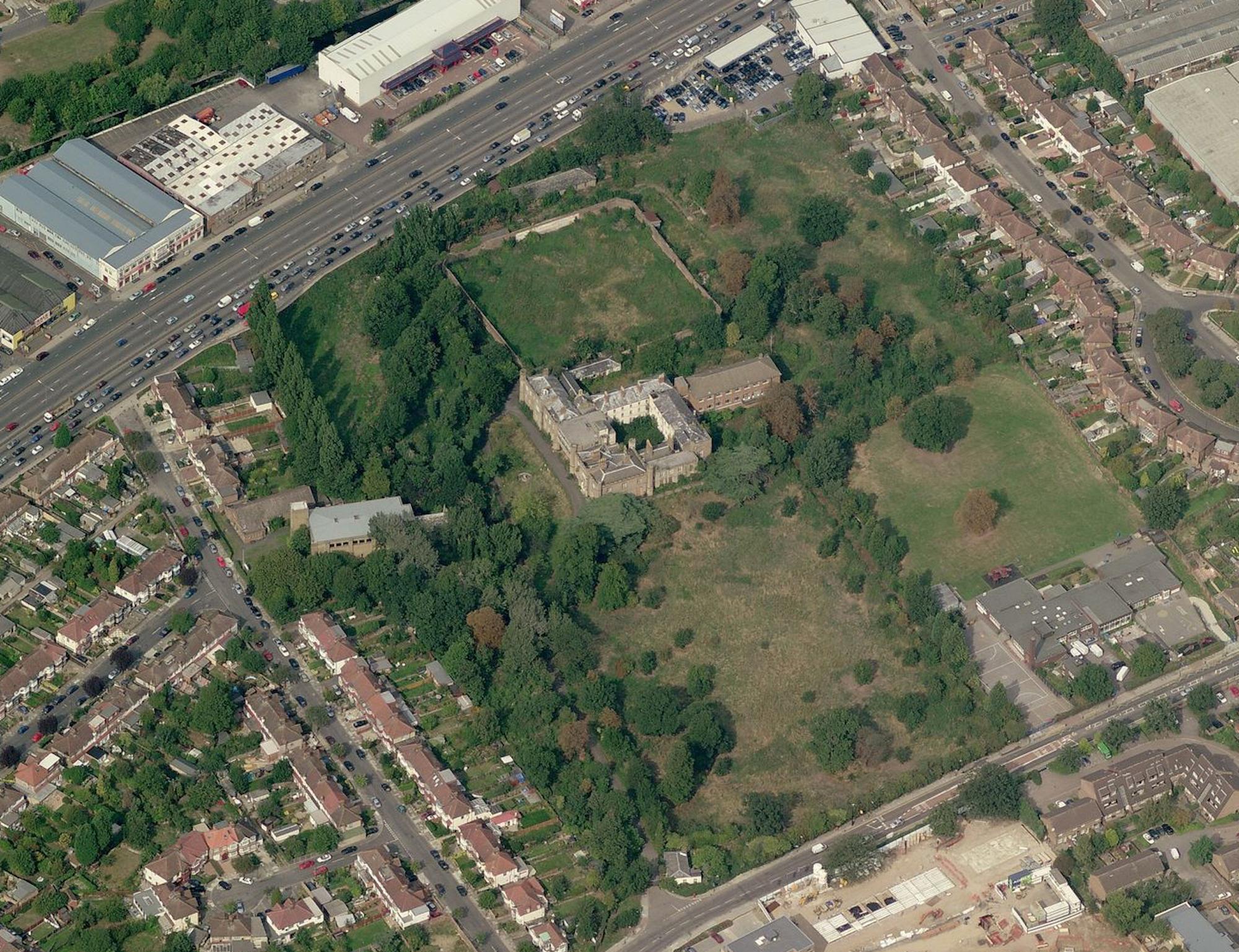 Twyford Abbey Aerial.jpg