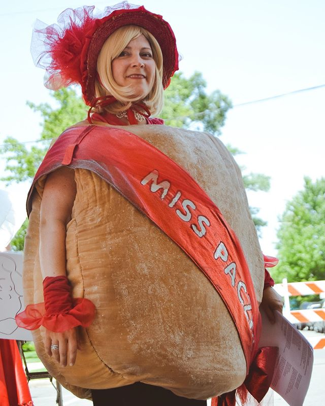 Miss Paczki debuted a new 'do at #pierogifest25!!