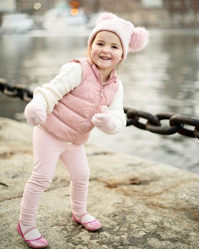 Dancin' into 2019 like 💃💃💃 We're ready for you! Thankful for a great 2018 and can't wait to see all that 2019 brings too- Happy New Year to All 😘 🎆🎊🎈 . . #HappyNewYear #BostonHarbor #BostonSeaport #gapkids #MeetMeInTheGap #winterportrait #bostonphotographer #bostonkidsphotographer