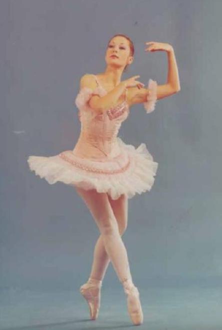 Sonia Juárez, primera bailarina. Fotografía:El Ballet de Guatemala, Revista Galería No. 41, Fundación G&T (2012).