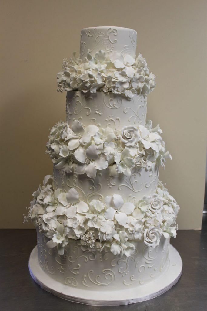 Elaborate_Sugar_Flower_White_Wedding.jpg