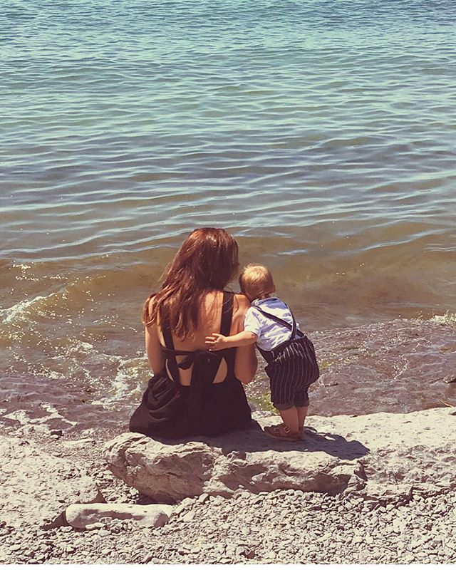 Who's dreaming of dipping your toes into the lake on a hot summer's day?? We are!! Such a sweet moment from our guest last year @emmaintoronto 💫