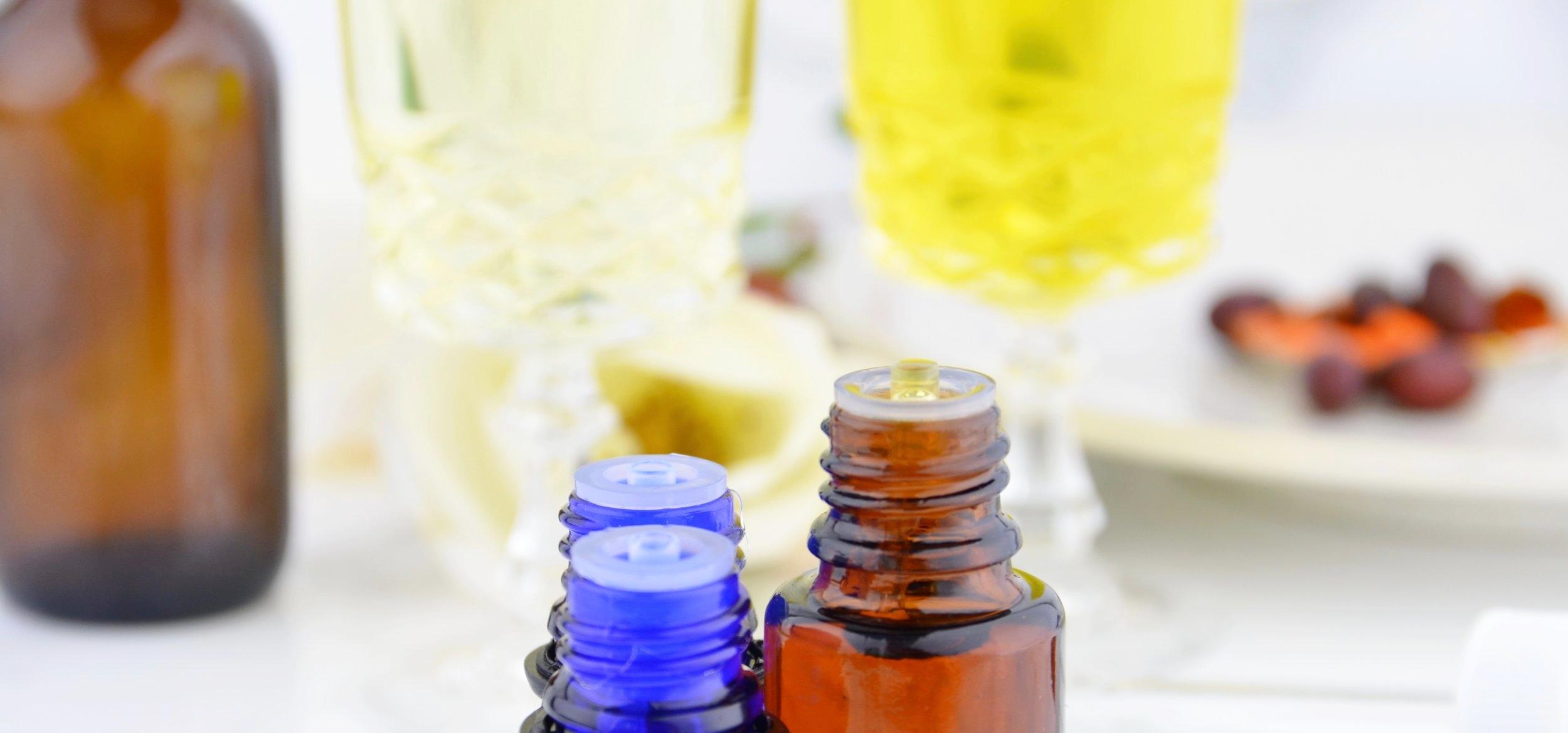 Coenzyme Q10, clary sage, ylang ylang, almon oil, jojoba oil