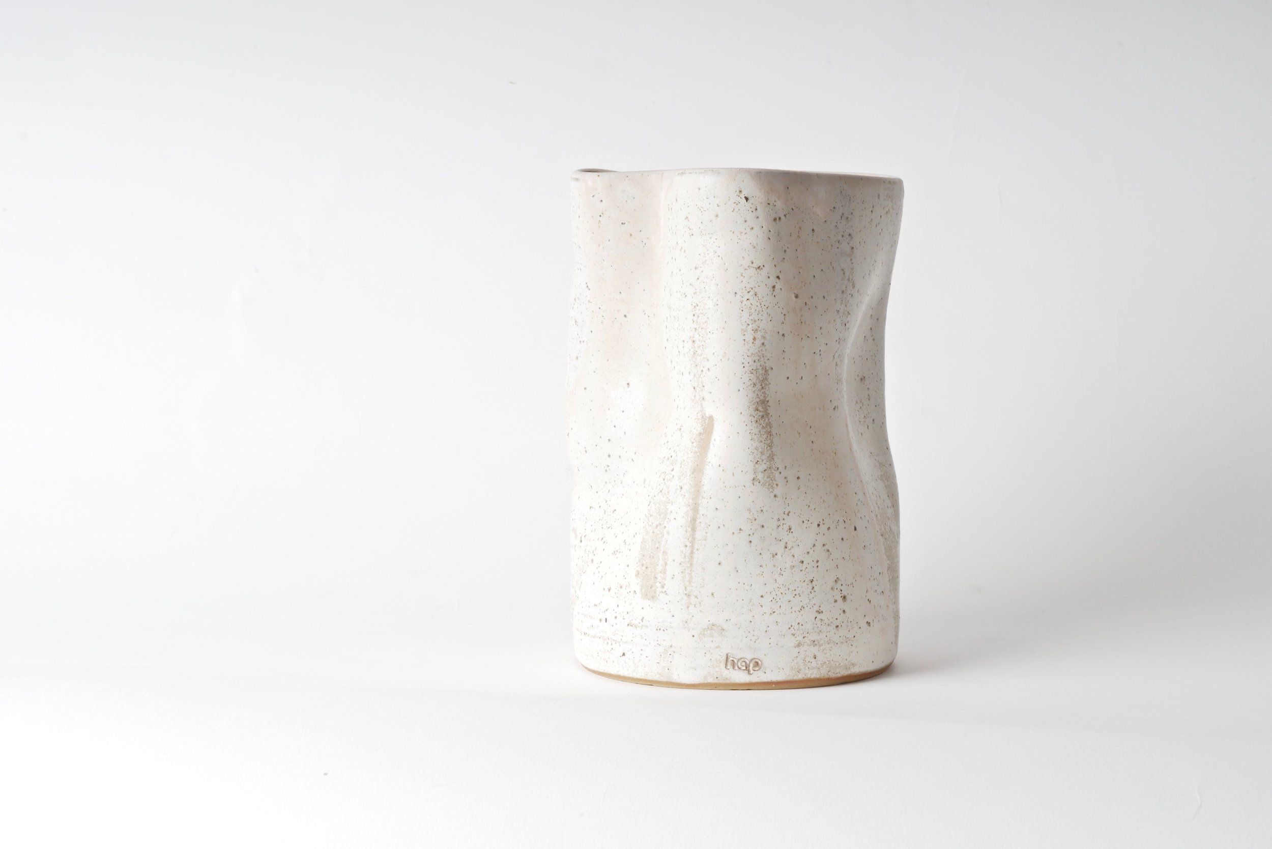 Vase_Deformiert_Hap_Ceramics_Keramik_Düsseldorf_Design_Interior_Maxi Hoffmann_Handgemacht_Design_Rosa_Weiß.jpg