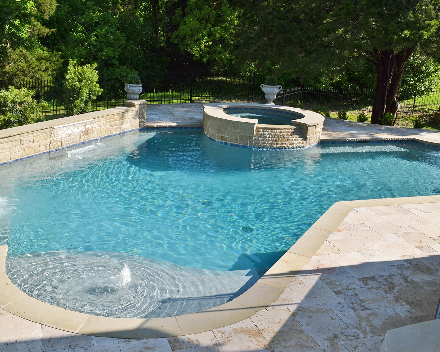 LakePointePools-Custom-backyard-pooljpg