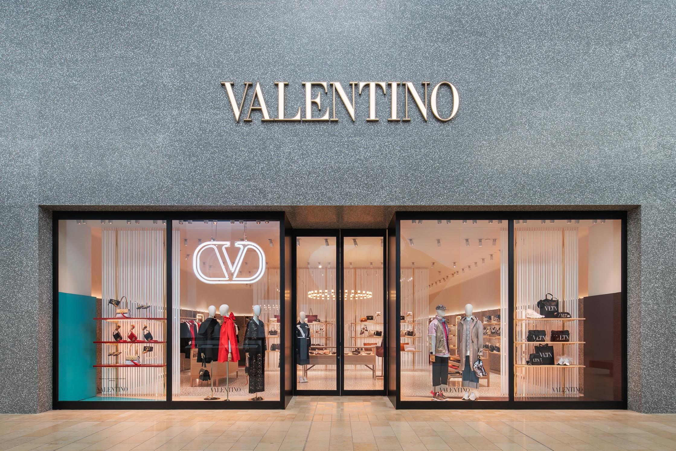Valentino 01smlr.jpg