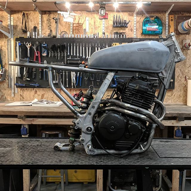 The #650thumper has been reunited with its #dominator frame for the next stage of the build. Straight through shotgun exhausts, license plate bracket and a overhaul / replacement of all the frame bearings and bolts. . . . . . #hondadominator #builtnotbought #builtinbrighton #tigwelding #handmade #shotgunexhaust #overhaulin