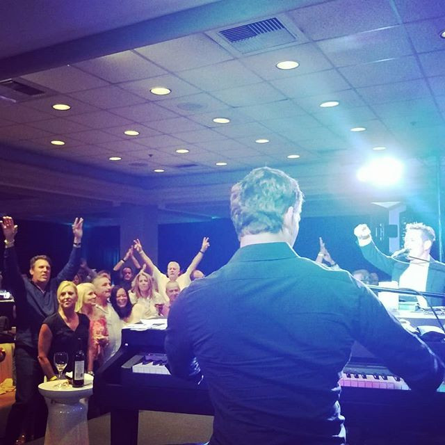 What is better than Dueling Pianos?  FREE DUELING PIANOS! Duh.  Free shows @copperbluesbrea this month! And don't worry, the line is for the Improv, so come on in! 🙂 See you there! . . . #travelingkeysoc #singalong #duelingpianos #singalong #livemusic #ocmusic #orangecounty #longbeach #thingstodoinla #freelivemusic #cityofbrea #fullerton #anaheim #yorbalinda #placentia #lahabra #whittier #breadowntown #birchstreet #musicheals