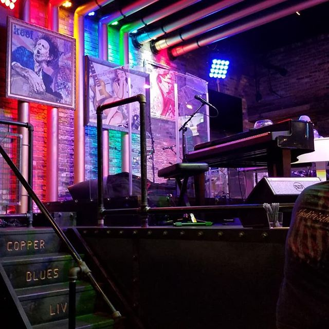 FREE dueling piano shows Friday & Saturday! 9pm-Midnight. See you there! . #labordayweekend #livemusic #duelingpianos #travelingkeysoc #downtownbrea #orangecounty #thingstodoinoc #liveentertainment #singing #piano #bar #ocmusic #karaoke #singalong #friyay #fridaynight #saturdaynight #nocover #corporatechristmasparty #holidayparty #birthdayparty #bacheloretteparty #shutupandsing