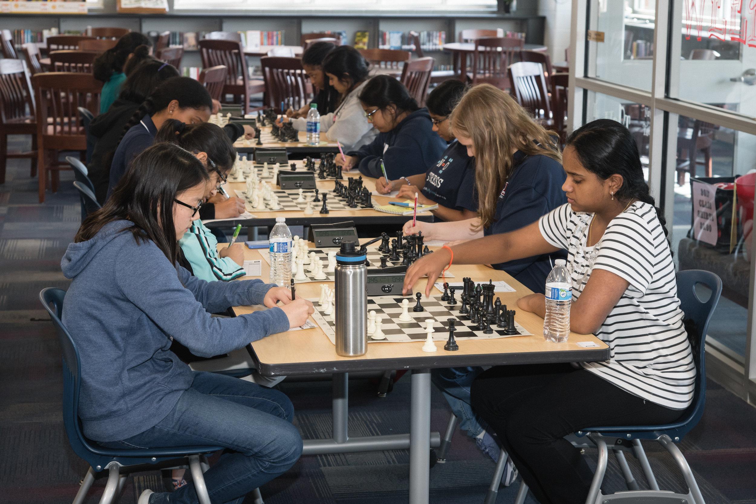 The critical game between Constance (left) and Sarvagna is underway!Photo: Scott Wilhelm