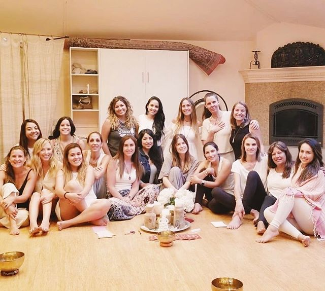 Gran  fin de semana junto a estas 17 mujeres increíbles ❤️ gracias @mindful.luna y @consuelo_alfonso por reunirnos y recordarnos lo importante que es PARAR la rutina y tomarnos tiempo para trabajar en nosotras mismas y recargarnos con buena energía 🧘🏼♀️✨ esperamos que #brillaporti se repita muchas veces más.