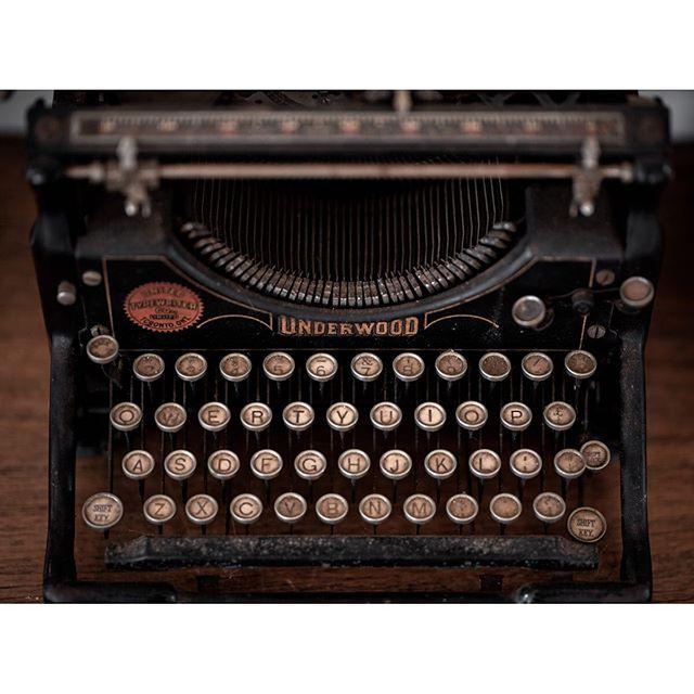 Underwood . . . . #typewriter #moodygrams #underwoodtypewriter #underwood #creartmood #creativemobs #imaginativeuniverse #igtones #thegraphicspr0ject #urbanphotography #darkmobs #cityphotography #edit_perfection #thevisualgods  #neonlights #theuniversalart #infiniteartdesing #best_visualz #boardmag #hiddengem  #apricotmagazine #n8zine #phroommagazine #dreamermagazine #theimaged #bokeh #retro