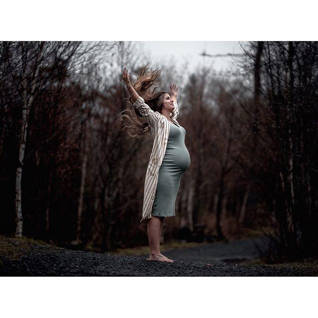 'Live free'... . . . @jessrobins3 . #maternityportraits #pregnantbelly #lifestyle #pregnancy #pregnant #babybump #aovportraits #apricotmagazine #n8zine  #phroommagazine #thevisualvoices  #somewheremag #dreamermagazine  #portraitshoot #portrait_design  #portraitmag #portraitfeed  #portrait_perfection #portraitmode  #portrait_planet #portraitkillers  #portraitoftheday  #moodyports  #moodyportraits #moodyportrait #nikon #sigma