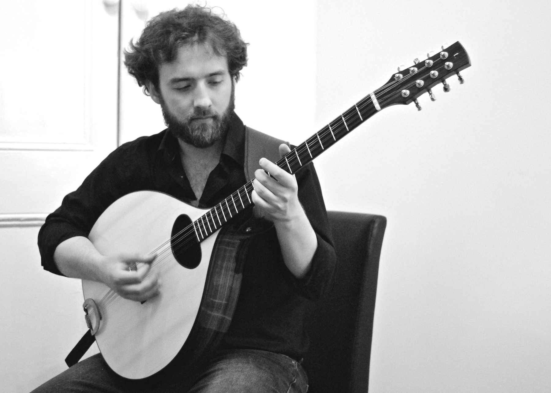 Duncan Menzies with his Taran Artchtop Bouzouki