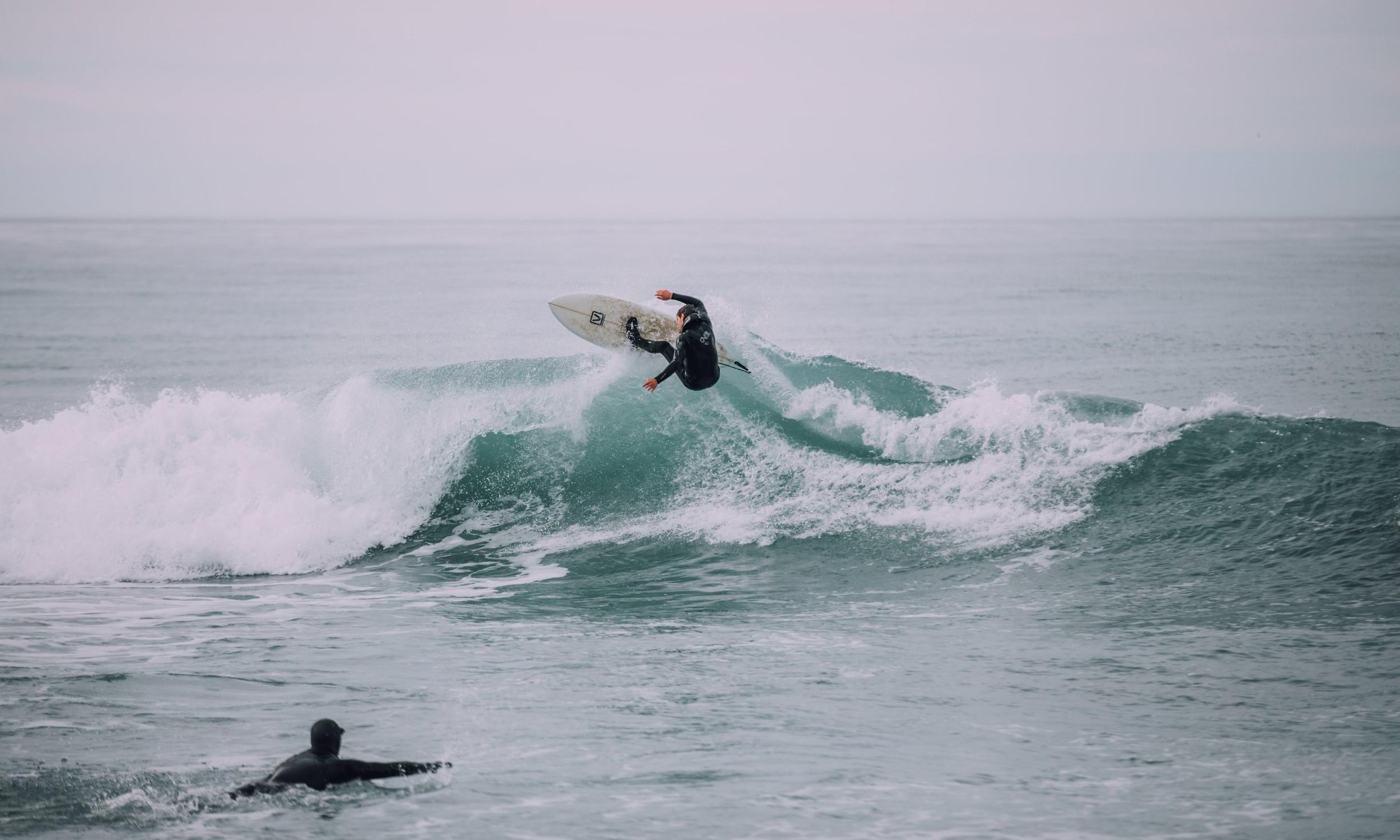 Catch waves -