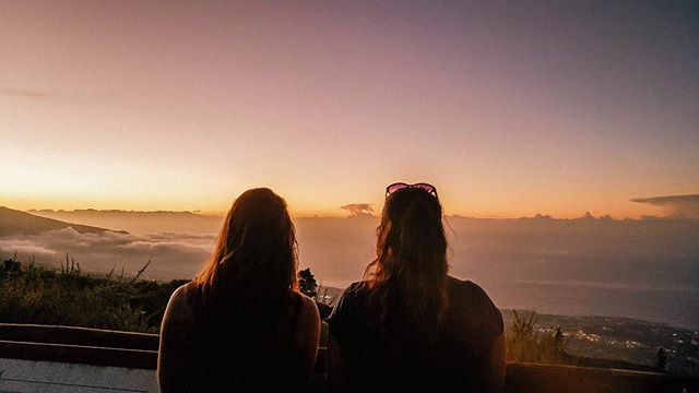 SHARING • The most amazing sunsets are to be shared with the most amazing people!  Photo by @nsshah8 . . . . . #sunsets #sharingsunsets #amazingsunsets #canariansunset #sharingiscaring #colivinglife #tenerifesunsets #amazingpeople #amazingplaces #tenerifelife #islandlife #digitalnomad