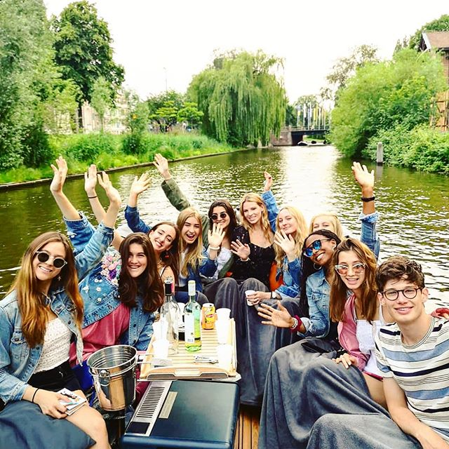 Happiness is spending time with friends ❤️ so why not hire us for a private boat cruise 😉  #amsterdam #happiness #friends #privateboat #amsterdamcanalcruise #openboat #electricboat #bestboat #greatday #funinamsterdam #amsterdamvibes #bestcustomers #boatcharter #joinus #picoftheday