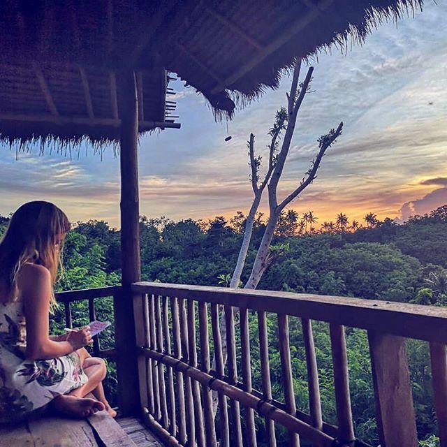#wellness#nature#offthebeatenpath #bali#nusapenida#nusalembongan#writing#sunset#indonesia @vegan_soul_kitchen 🌿