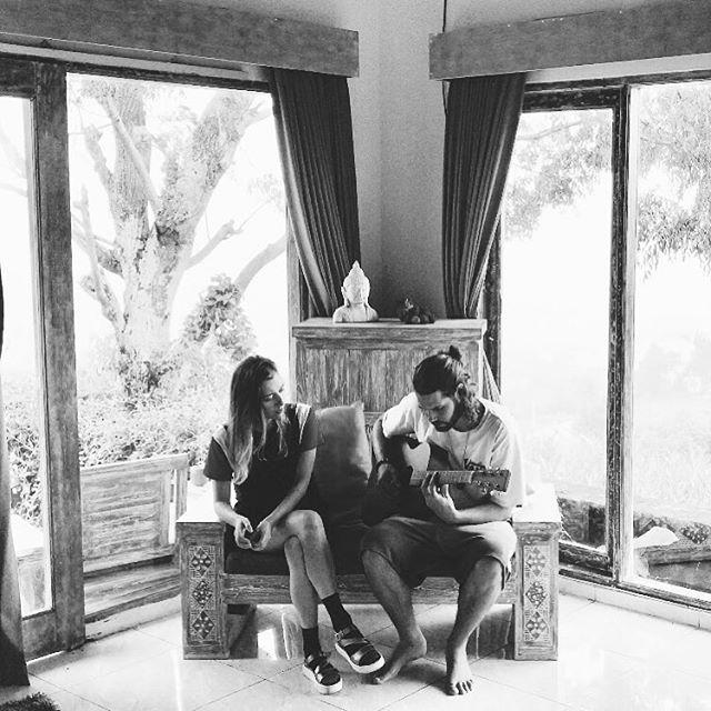 #balivibes#ubud#canggu#northbali#music#bali#indonesia#travelandmusic#danaubatur#travelingsinger#singerindonesia#rinahera#swisssinger