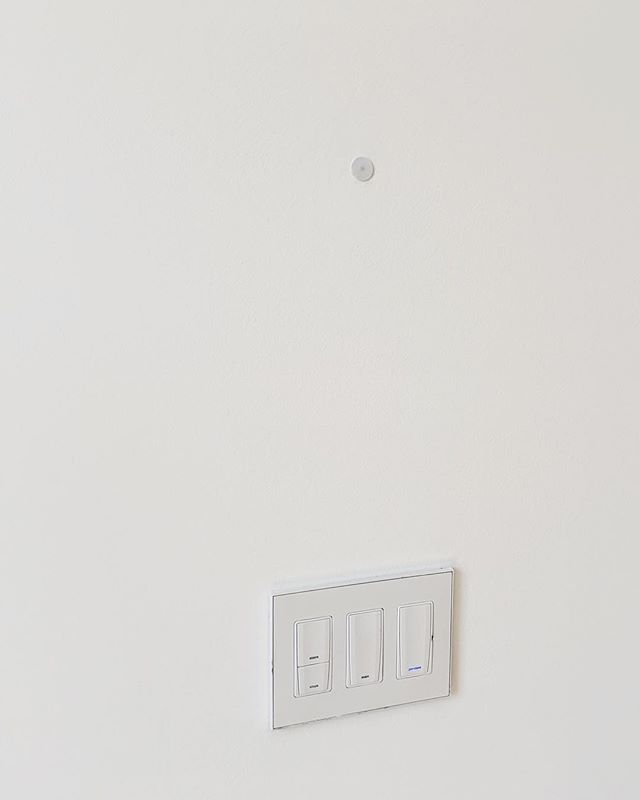 That little dot is the temperature sensor. No more thermostats on walls for TONER projects.  #TONERhomematters #forensicwalkthrough  #houstonconstruction #houstonhome #houstonrealestate #houstonbuilders #houstonbuilder #houstoncustomhomes #homewalkthrough #homeowner #buildinghouston #houstonarchitecture #houstonengineers #homedesign