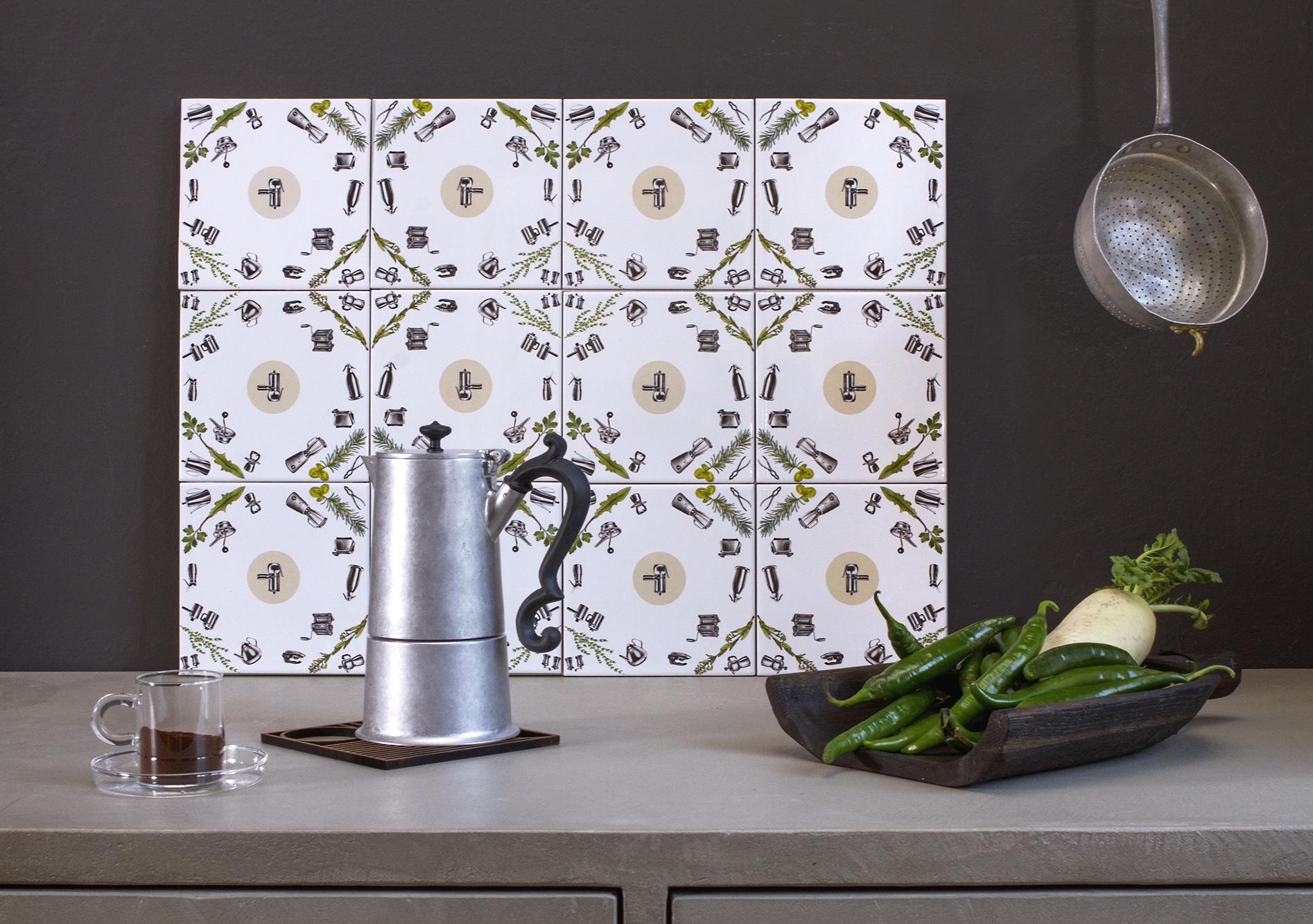 Le piastrelle possono essere vendute al mq oppure in quantità minori. in foto, la dimensione para spruzzi: 60 x 45 cm.  The tiles can be sold per MQ but also in small quantities, for details only.