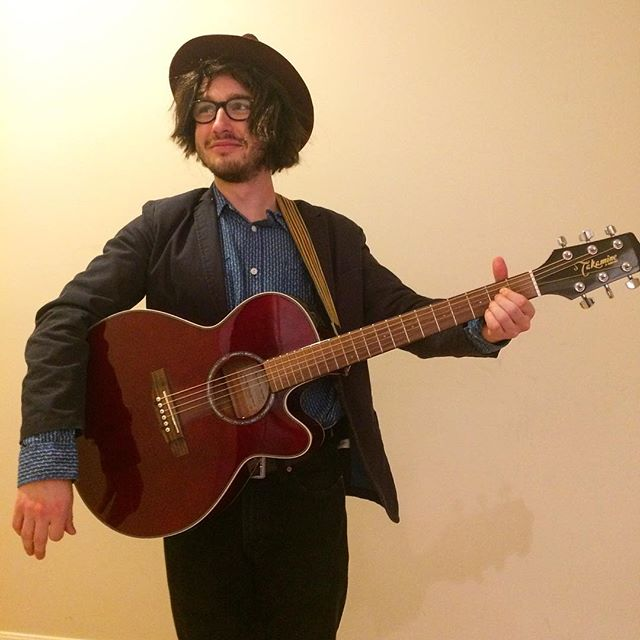 Who did Lee dress up as for Halloween? A) @jackwhiterocks B) Jeff Tweedy of @wilco C) @misterryanadams, or D) another rocker.
