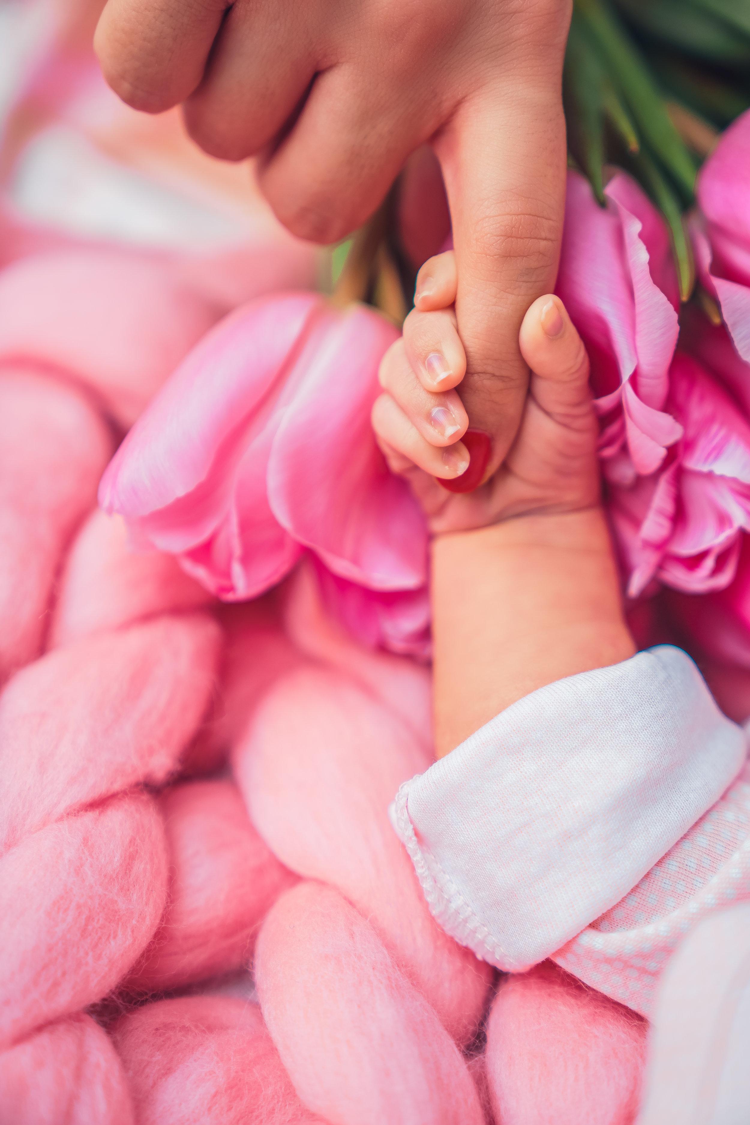Hand baby - Crina Popescu-2.jpg