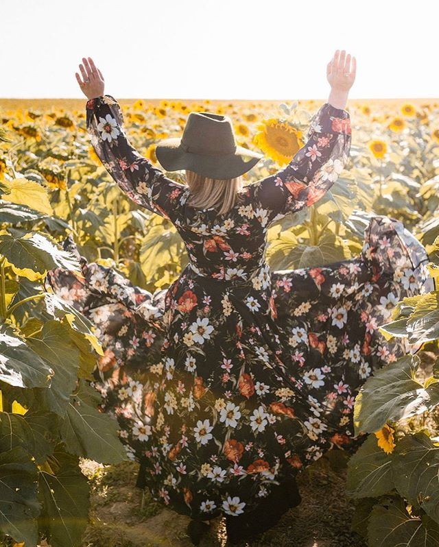 That aaaaalmost Friday feeling! There's just two left of our favorite fall maxi - who will snag the last ones (both size Medium)?! • photo by @2themtn
